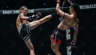 Võ sĩ trở thành nhà tân vô địch giải boxing tay trần danh giá